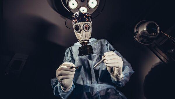 Lekarz podczas operacji - Sputnik Polska
