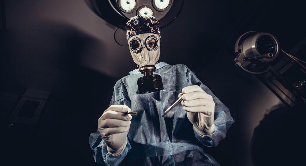 Lekarz podczas operacji