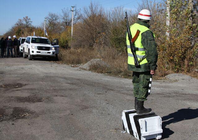 Obserwatorzy OBWE w Pietrowskim w obwodzie donieckim
