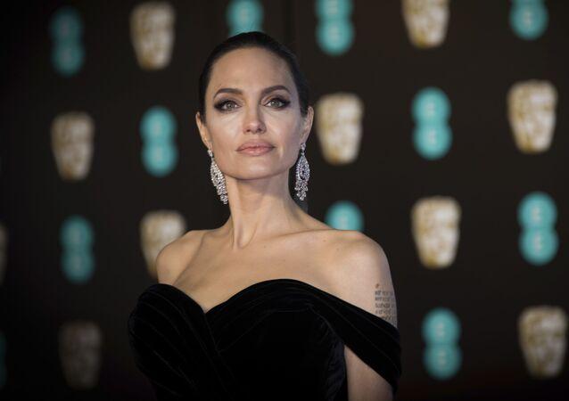 Angelina Jolie na BAFTA Film Awards w Londynie