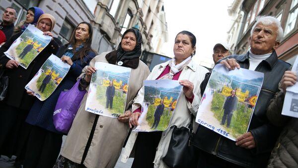 Protest przeciwko nobliście Peterowi Handke - Sputnik Polska
