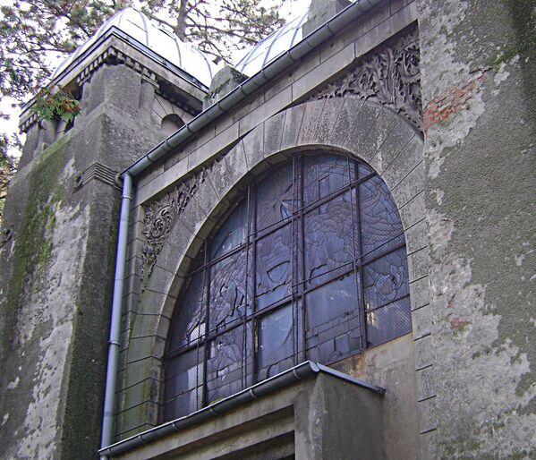 Kaplica cmentarna Kindlerów na cmentarzu ewangelicko-augsburskim w Pabianicach - Sputnik Polska