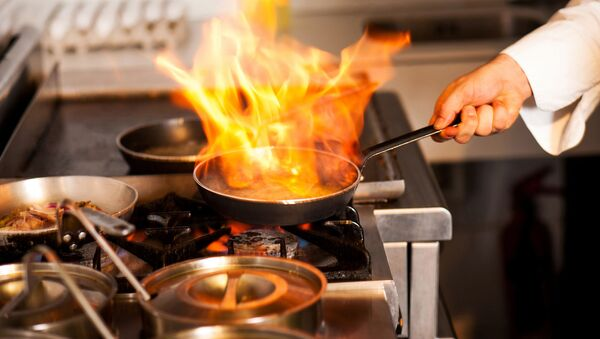 Szef kuchni w restauracji - Sputnik Polska