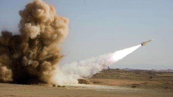 Wystrzelenie pocisku w trakcie ćwiczeń w Iranie - Sputnik Polska