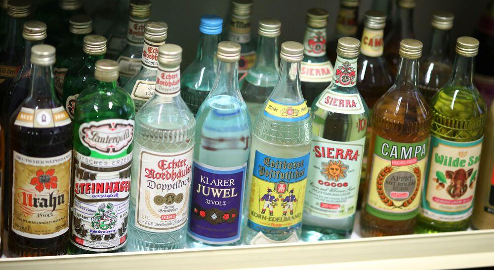 Napoje alkoholowe na wystawie w Muzeum NRD w Pirnie, Niemcy.