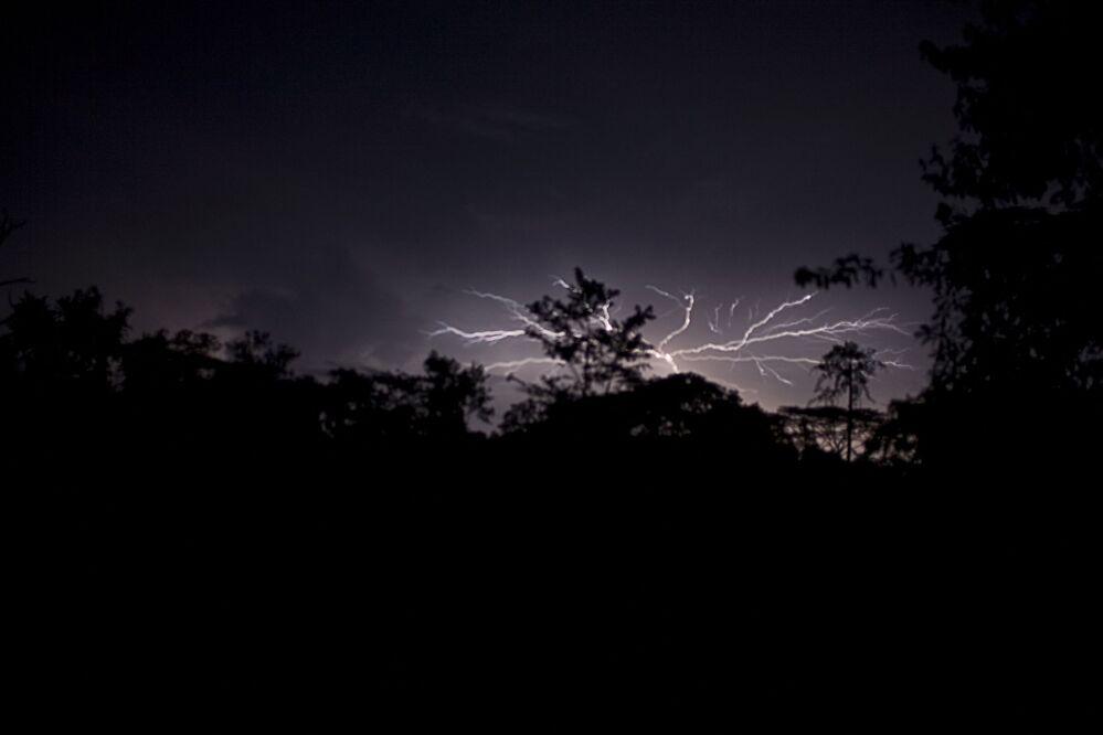 Burza z piorunami nad Sapo National Park w Liberii