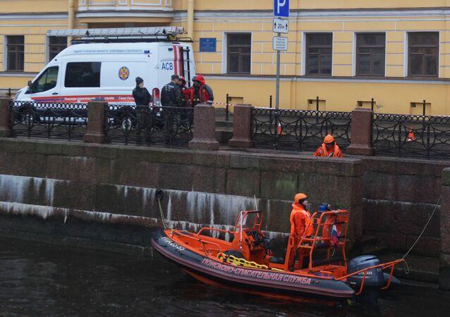 Śledczy przeszukuja rzekę w Petersburgu w poszukiwaniu fragmentów ciała zamordowwanej studentki