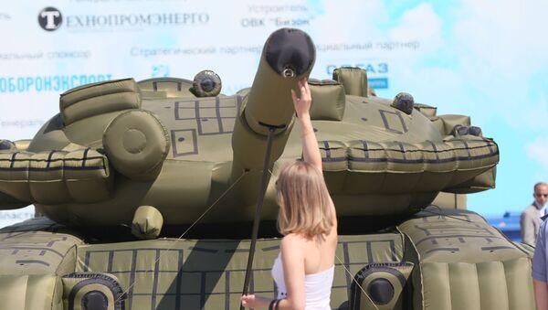 Dmuchany czołg  - Sputnik Polska