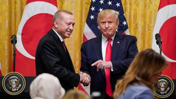 Recep Tayyip Erdogan i Donald Trump na wspólnej konferencji prasowej w Białym Domu - Sputnik Polska