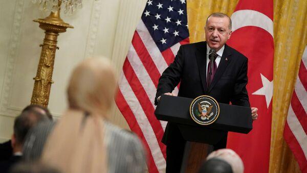 Prezydent Turcji Tayyipy Erdogan w czasie spotkania z prezydentem USA Donaldem Trumpem w Waszyngtonie - Sputnik Polska