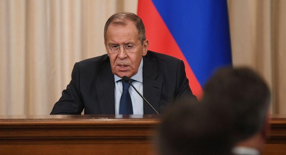 Minister spraw zagranicznych Rosji w czasie konferencji prasowej w Domu Przyjęć MSZ Rosji