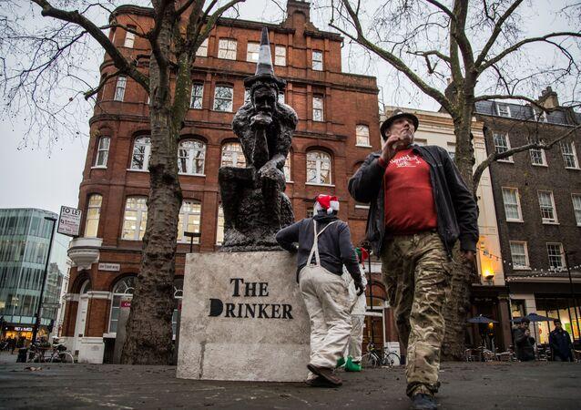 Rzeźba Banksy'ego The Drinker