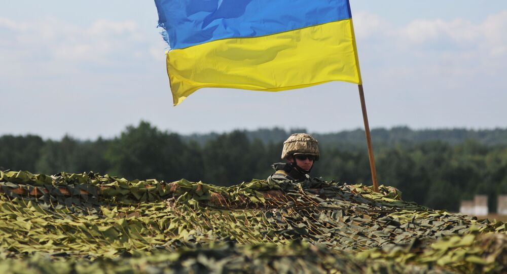 Ukraiński żołnierz na międzynarodowych ćwiczeniach Rapid Trident 2016 na poligonie Jaworów w obwodzie lwowskim
