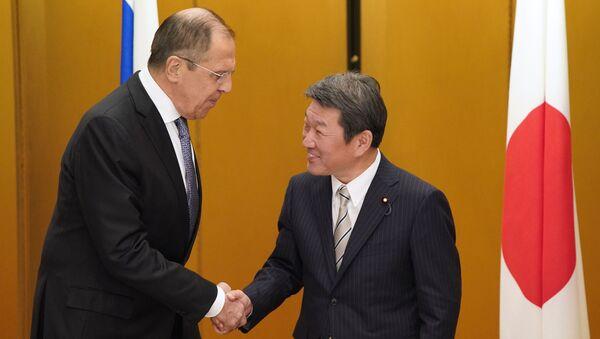 Ministrowie spraw zagranicznych Rosji i Japonii, Siergiej Ławrow i Toshimitsu Motegi  - Sputnik Polska