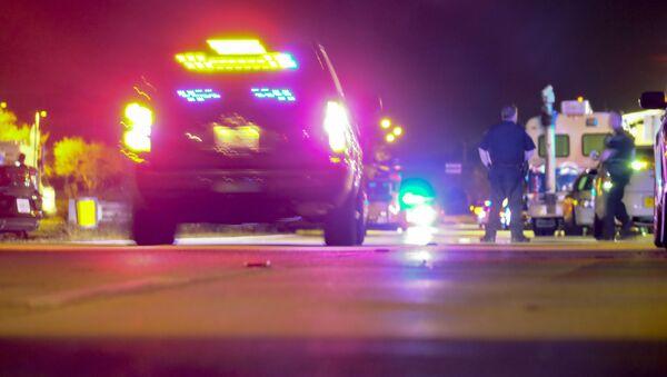 Policja i karetka pogotowia w miejscu strzelaniny w USA - Sputnik Polska