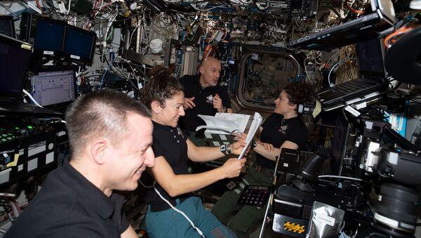 Astronauci z ekspedycji 61 na pokładzie MSK - Sputnik Polska