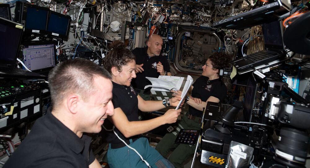 Astronauci z ekspedycji 61 na pokładzie MSK