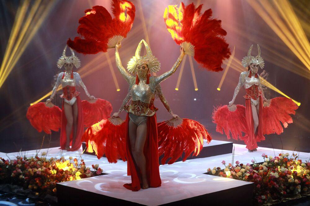 Występ tancerek podczas finału międzynarodowego konkursu Miss Fashion 2019 GODDESS OF THE UNIVERSE w Moskwie