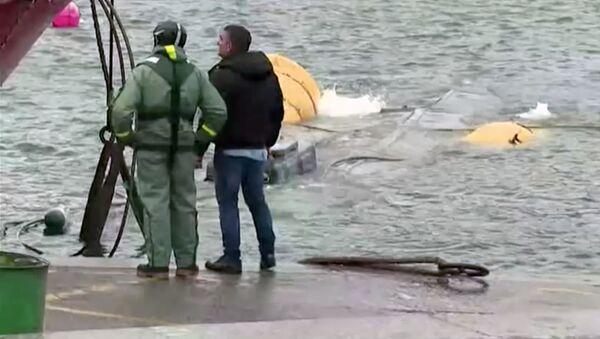 Łódź podwodną z trzema tonami kokainy dostarczony do hiszpańskiego portu Aldan - Sputnik Polska