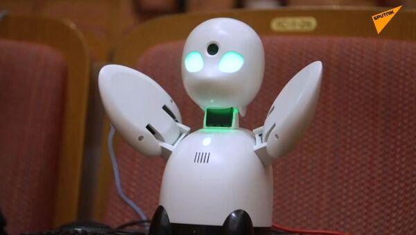 Robot, który pomaga chorym zobaczyć świat  - Sputnik Polska