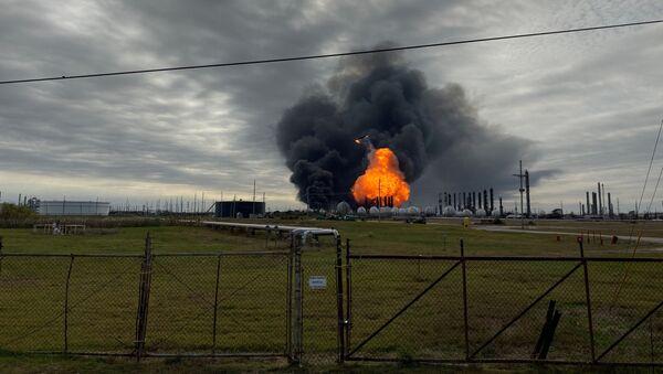 Płonąca rafineria TPC Group w Teksasie - Sputnik Polska