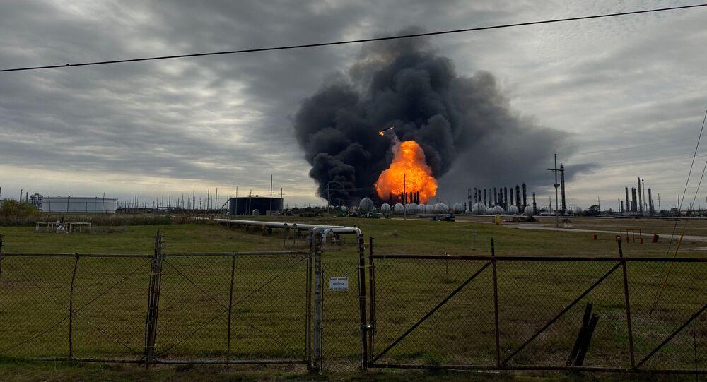 Płonąca rafineria TPC Group w Teksasie