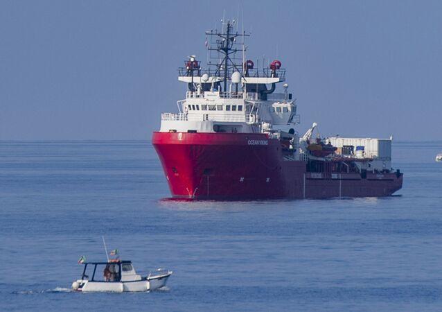 Statek ratowniczy Ocean Viking. Zdjęcie archiwalne