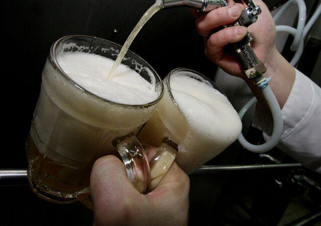 Piwo w kuflach.