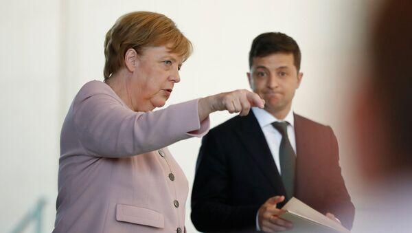 Angela Merkel i Wołodymyr Zełenski - Sputnik Polska