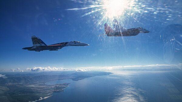 MiG-29 i Su-27 nad Morzem Czarnym - Sputnik Polska