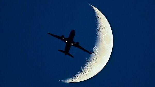 Airbus A320 i Księżyc - Sputnik Polska