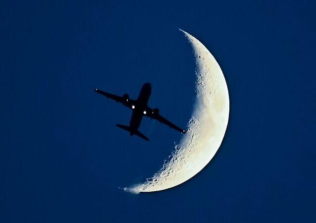 Airbus A320 i Księżyc