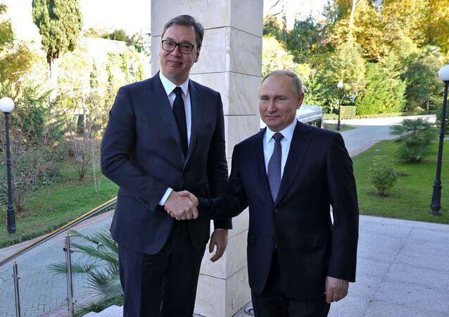 Prezydent Serbii Aleksandar Vučić  i prezydent Rosji Władimir Putin