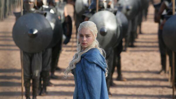 Emilia Clark, odtwórczyni roli Daenerys Targaryen w serialu Gro o tron - Sputnik Polska