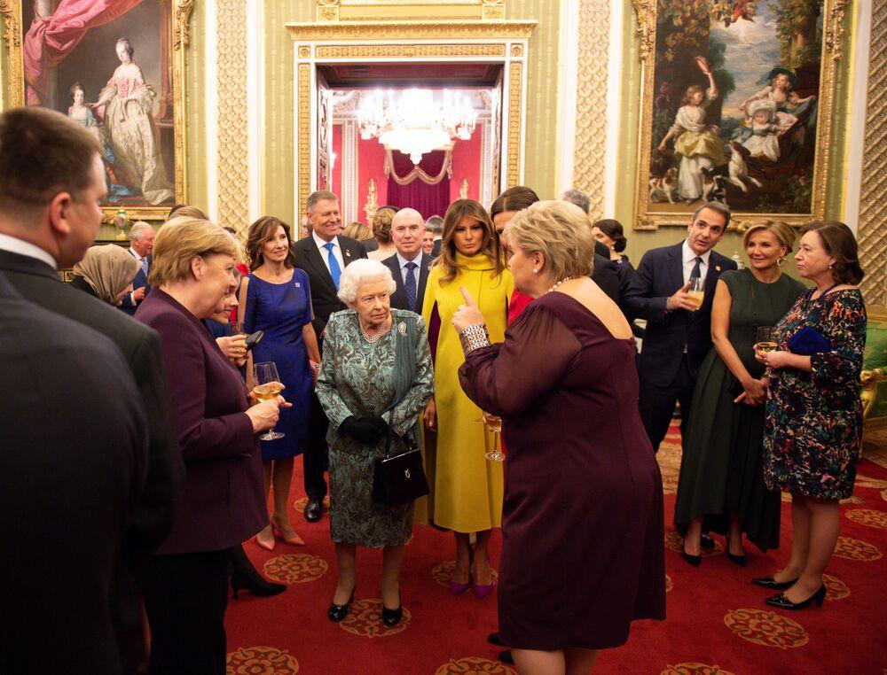 Kanclerz Niemiec Angela Merkel i Melania Trump podczas spotkania z królową Wielkiej Brytanii Elżbietą II w Pałacu Buckingham