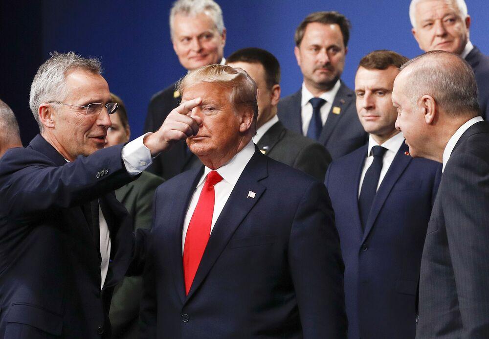Sekretarz generalny NATO Jens Stoltenberg i prezydent USA Donald Trump na szczycie NATO w Londynie