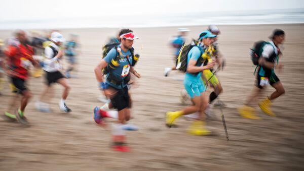 Jeden z najbardziej wyczerpujących zawodów wytrzymałościowych na świecie Half Marathon Des Sables Ica Desert-Peru - Sputnik Polska