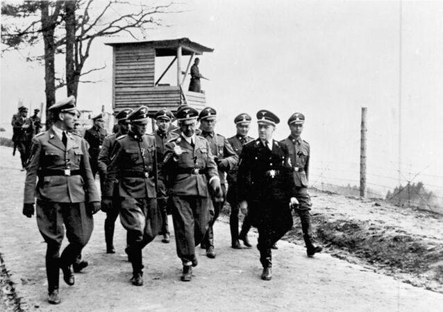Heinrich Himmler w obozie Mauthausen