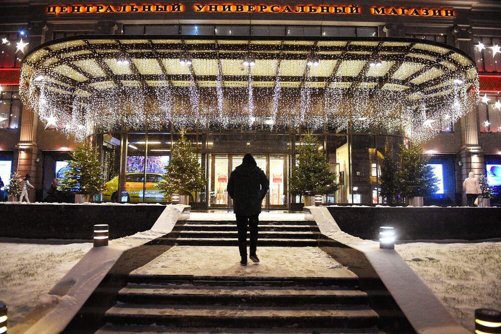 Główne wejście do Ogólnorosyjskiego Centrum Wystawowego w Moskwie.