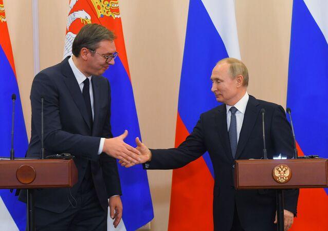 Prezydent Rosji Władimir Putin i prezydent Serbii Aleksander Vucic na konferencji prasowej w Soczi