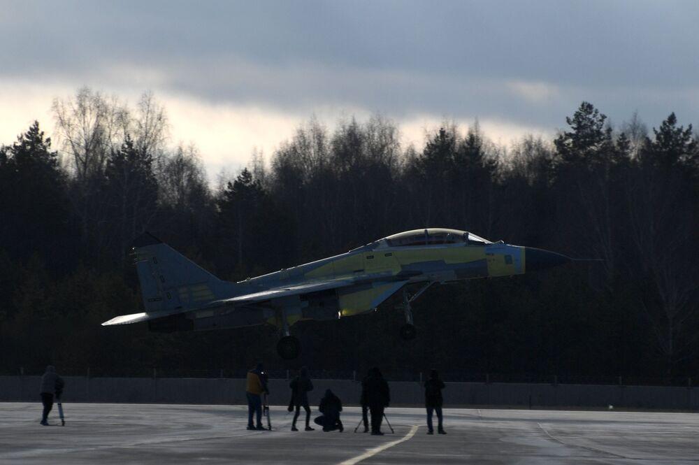 Myśliwiec MiG-35 podczas testów na poligonie Łuchowickiej Fabryki Lotniczej im. Woronina w obwodzie moskiewskim