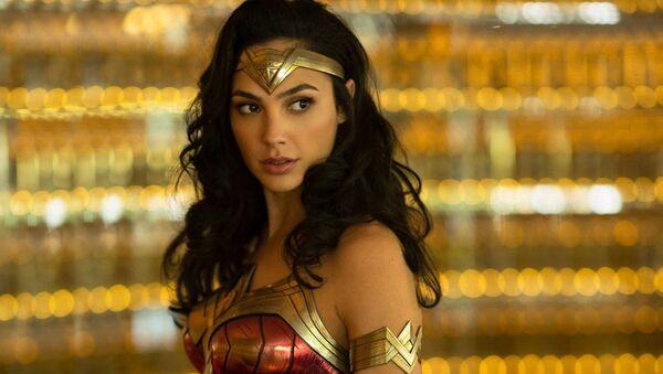 """Kadr z filmu """"Wonder Woman: 1984"""" z Gal Gadot w roli głównej - Sputnik Polska"""