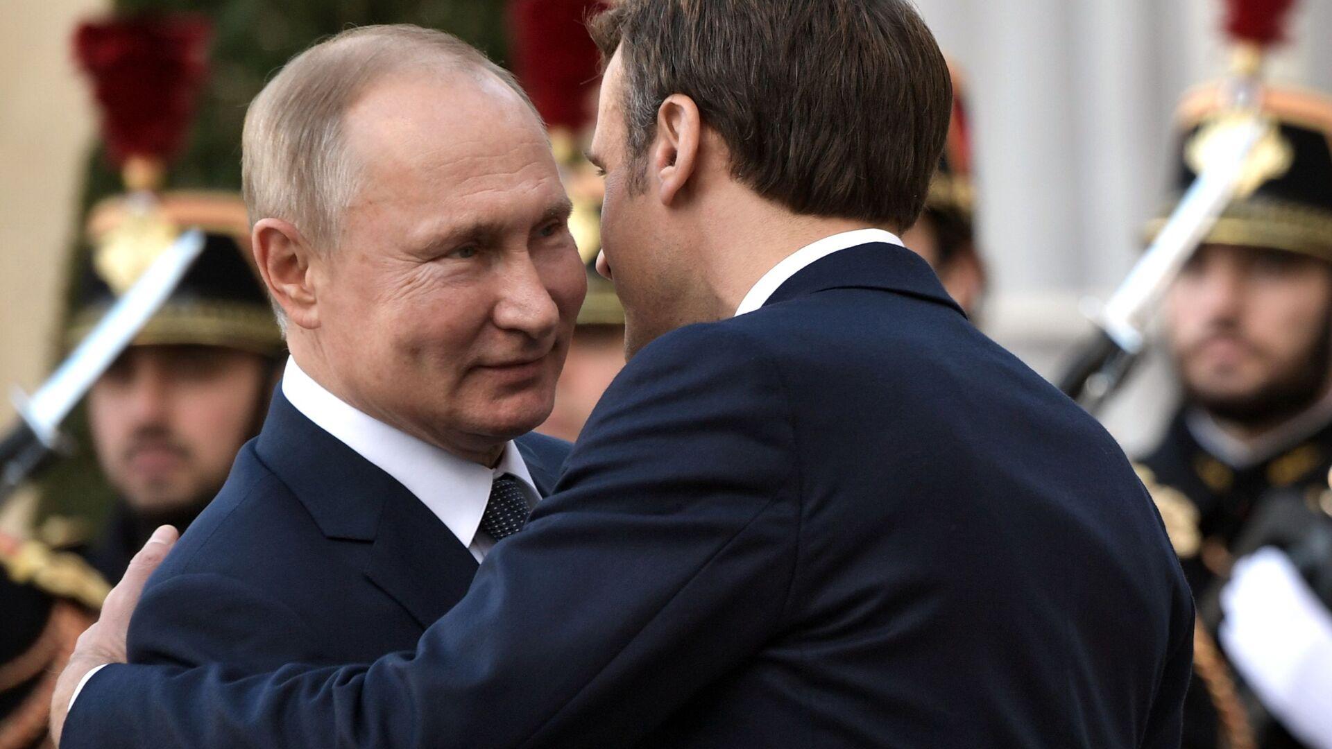 Putin i Macron prowadzą dwustronne rozmowy w Paryżu - Sputnik Polska, 1920, 02.07.2021