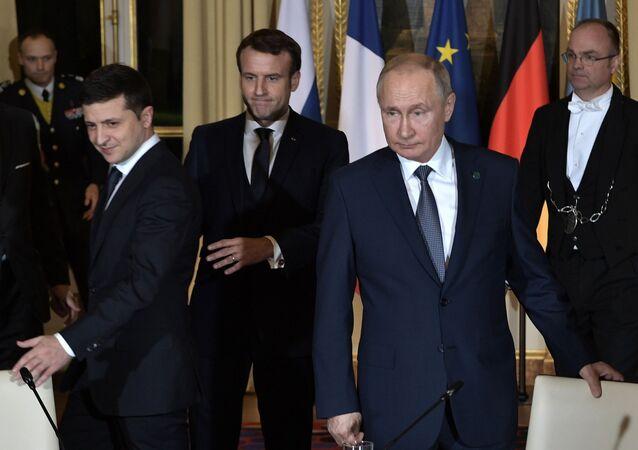 """Szczyt """"normandzkiej czwórki"""" w Paryżu. Wołodymyr Zełenski, Emmanuel Macron i Władimir Putin."""