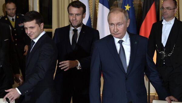"""Szczyt """"normandzkiej czwórki"""" w Paryżu. Wołodymyr Zełenski, Emmanuel Macron i Władimir Putin. - Sputnik Polska"""