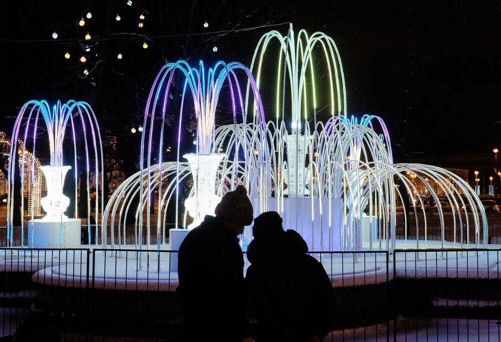 Noworoczne iluminacje świetlne przy Państwowym Muzeum Ermitażu w Petersburgu