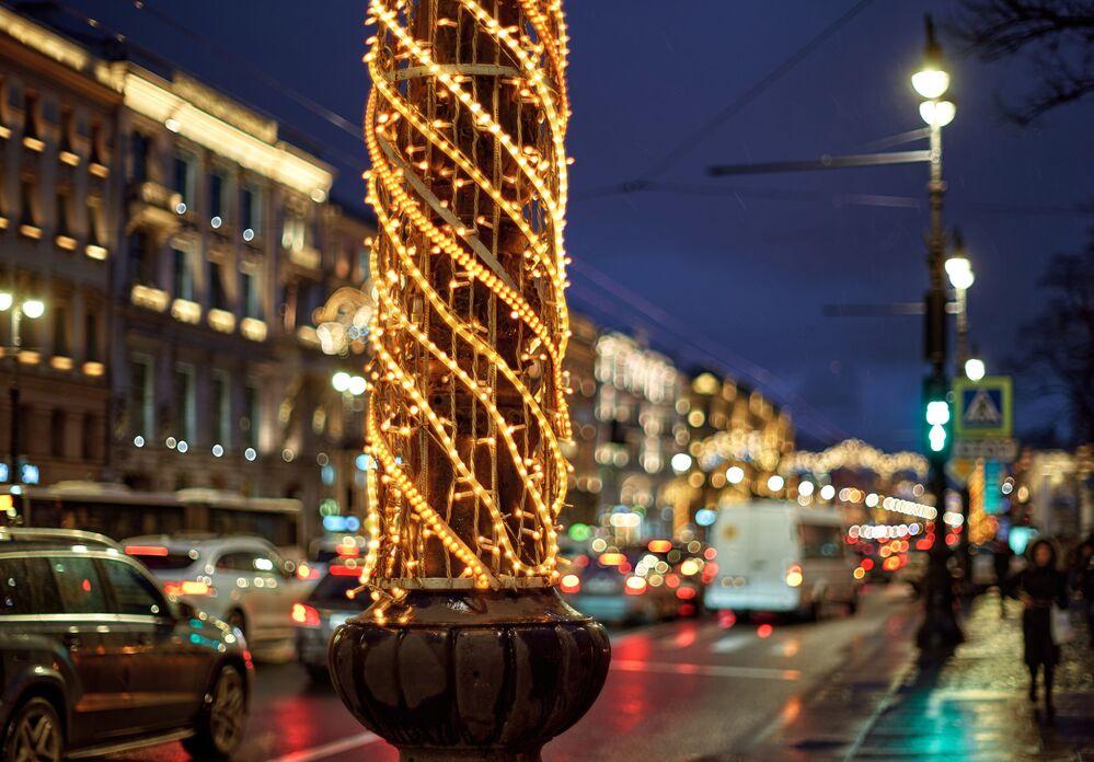 Noworoczne iluminacje Newskiego Prospektu w Petersburgu