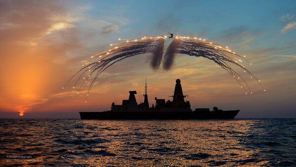 Brytyjski niszczyciel rakietowy HMS Dragon i śmigłowiec Lynx - Sputnik Polska