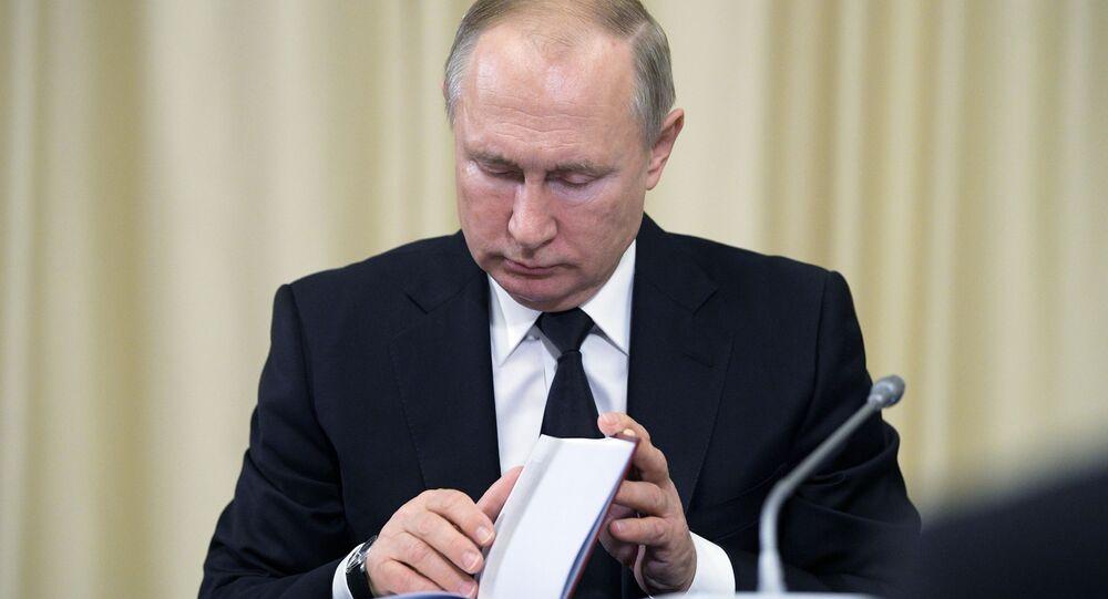 Prezydent Rosji Władimir Putin w czasie tradycyjnego spotkania z sędziami Trybunału Konstytucyjnego Rosji