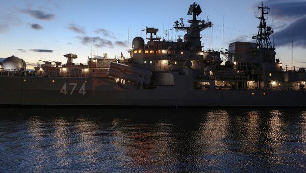Niszczyciel Floty Północnej Admirał Uszakow w Seweromorsku - Sputnik Polska